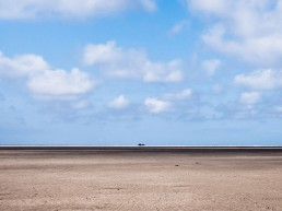 Nordseelandschaft - Strand, Blauer Himmel, weiße Wolken